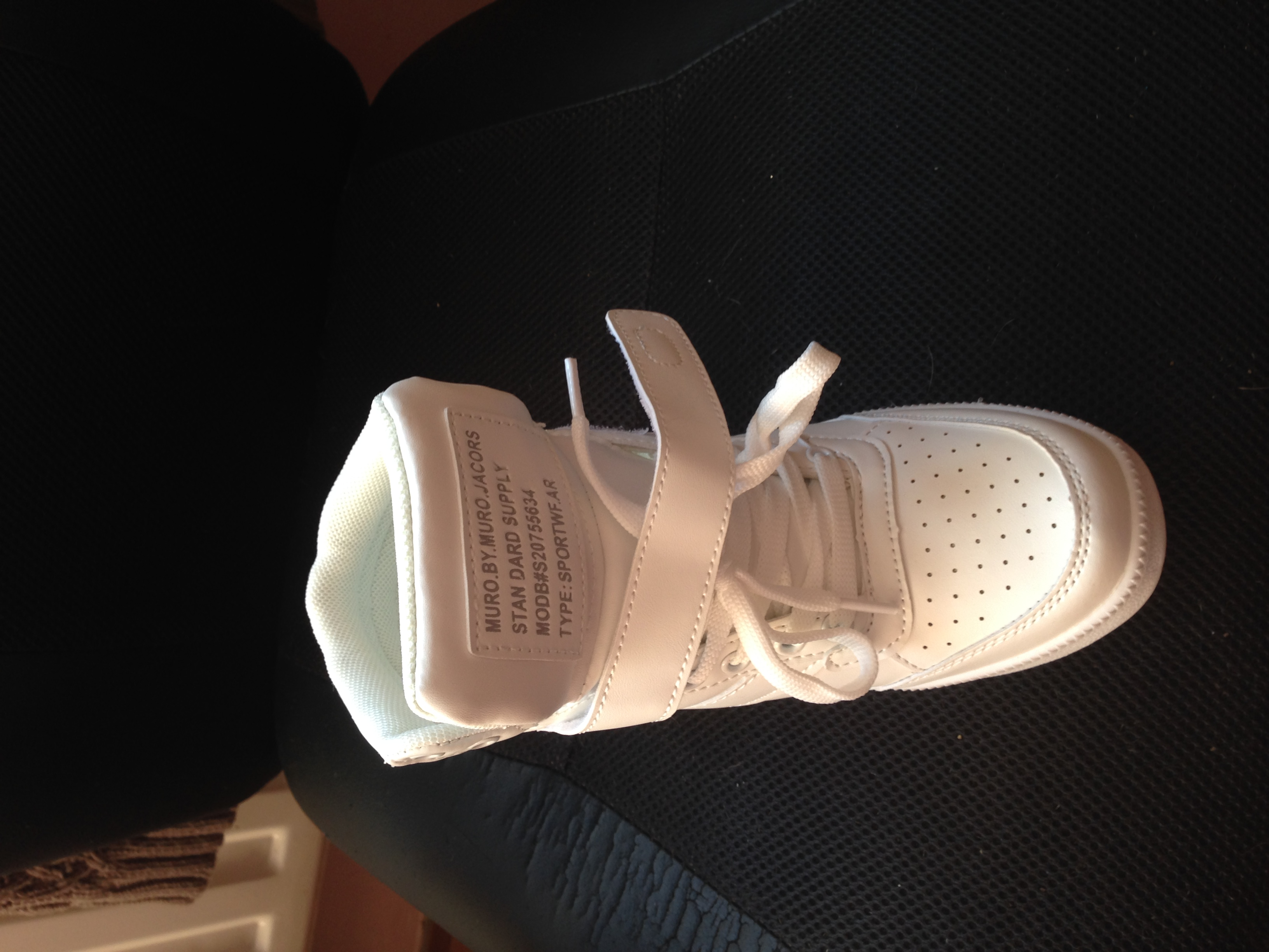 Predam uplne nove nenisene botasky na platforme..biele cc34b812a01